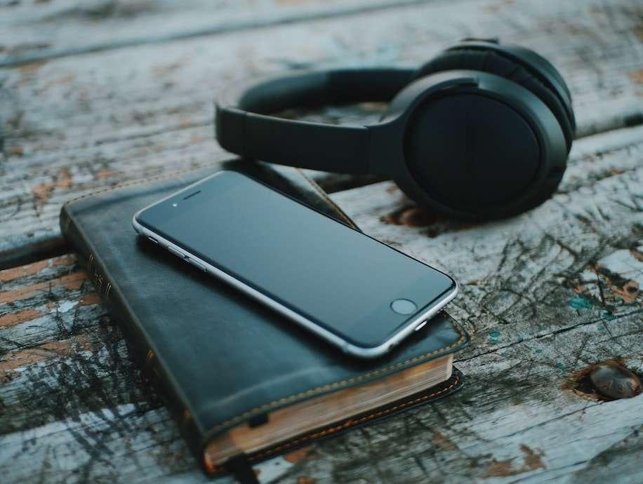 Escuchando podcasts